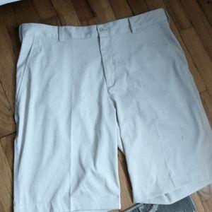Nike Golf khaki shorts sz 35